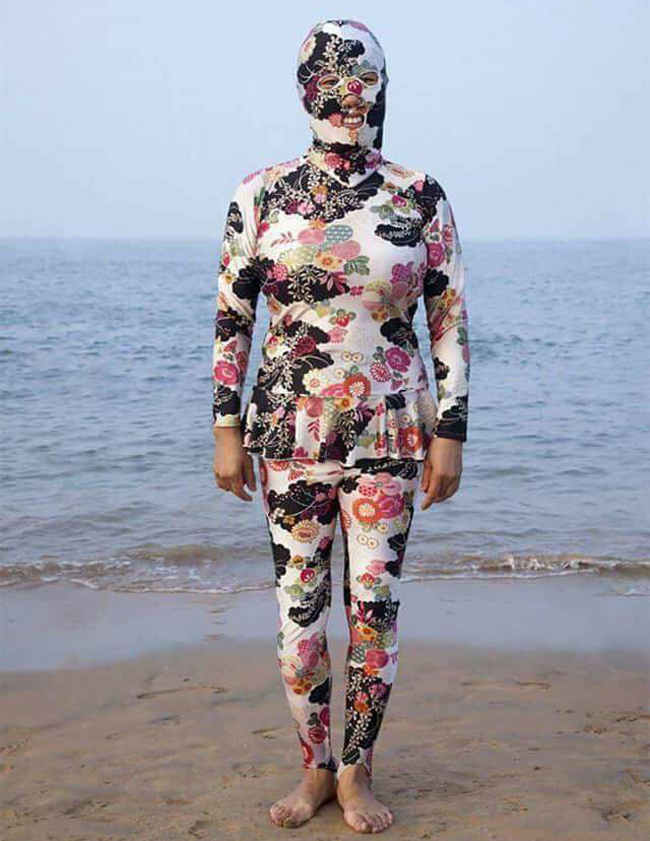 Sốc với hình ảnh gái ngoan đoan chính đi biển-6