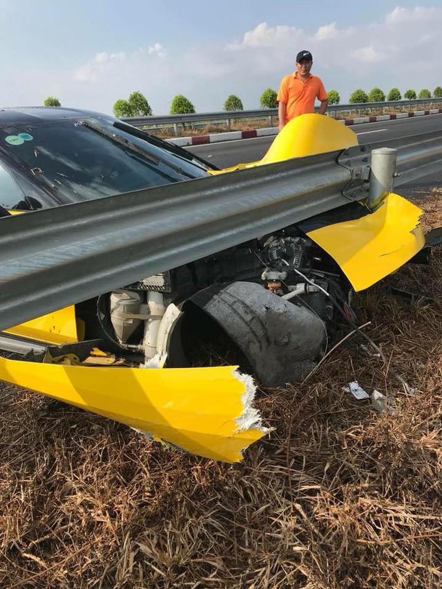 Siêu xe gặp tai nạn kinh hoàng: hành động của chủ xe khiến nhiều người phải bất ngờ-4