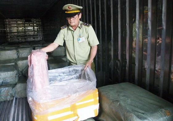 Phát hiện hơn 6,5 tấn thịt có dấu hiệu phân hủy đang trên đường vào TP.HCM-2
