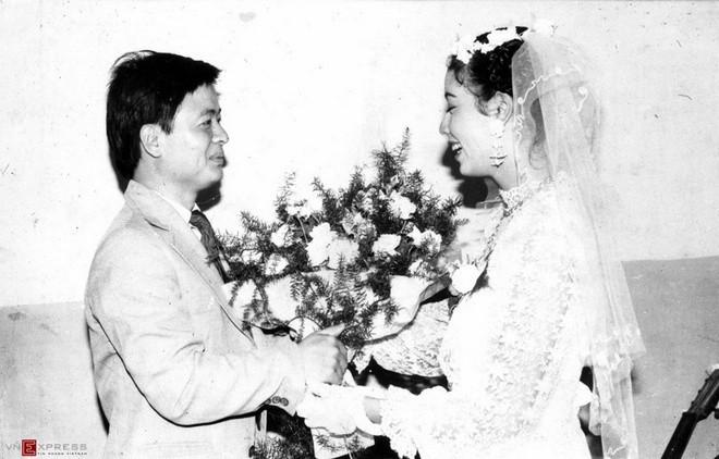 Ngắm loạt ảnh cưới những năm 80 - 90, bạn có nhận ra đây là sao Việt nào?-7