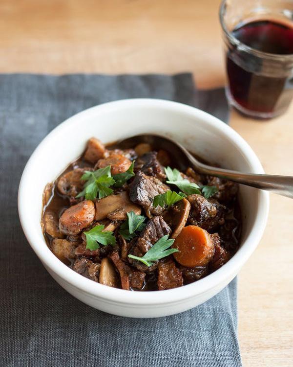 Những cách nấu thịt bò sốt vang ngon, mềm thơm đậm đà ăn mùa nào cũng thích-4