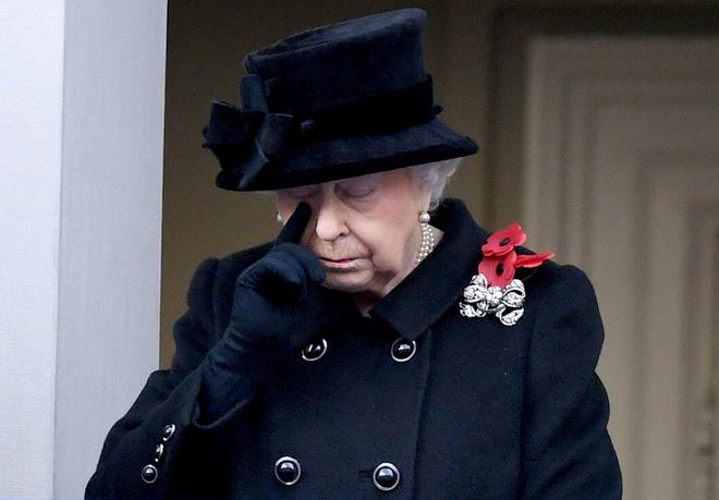 Ai cũng thắc mắc tại sao gần đây Nữ hoàng Anh liên tục đeo kính râm, thì ra là vì lý do này đây-5