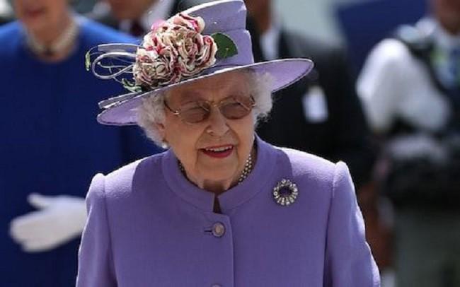 Ai cũng thắc mắc tại sao gần đây Nữ hoàng Anh liên tục đeo kính râm, thì ra là vì lý do này đây-2