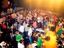 Đột kích quán bar, phát hiện trăm khách xem 3 vũ công mặc sexy múa cột