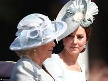"""Công nương Kate xuất hiện hoàn hảo, tiếp tục bị """"soi"""" khoảnh khắc liếc nhìn mẹ kế của chồng"""