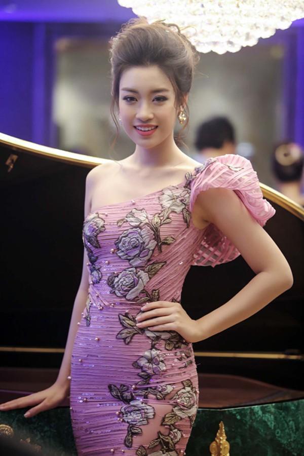 Nhan sắc 3 người đẹp ngồi ghế nóng chấm thi Hoa hậu Việt Nam 2018-10