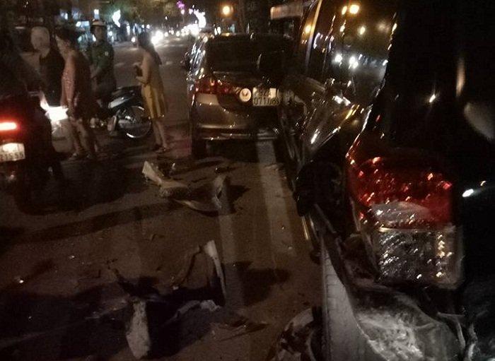 Tài xế lái BMW tông liên hoàn rồi hành động kỳ quặc-1