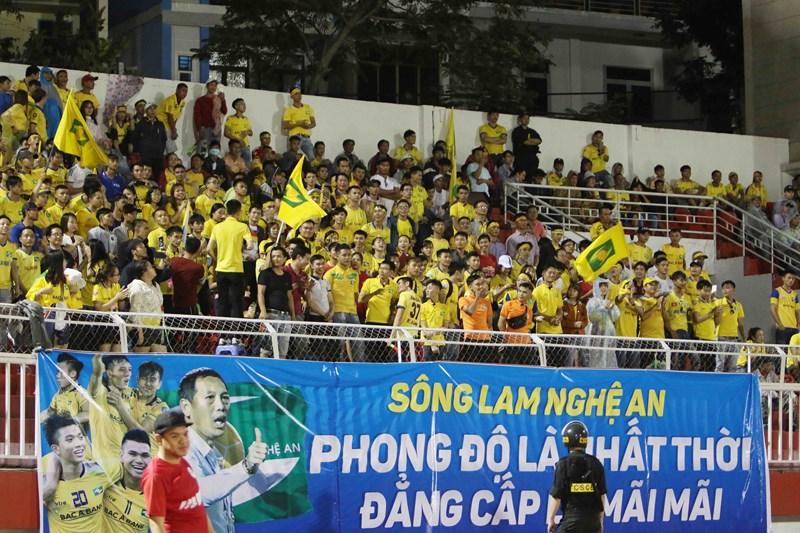 """Sài Gòn FC từ cõi chết"""" trở về nhờ cái duyên ông Khôi?-6"""