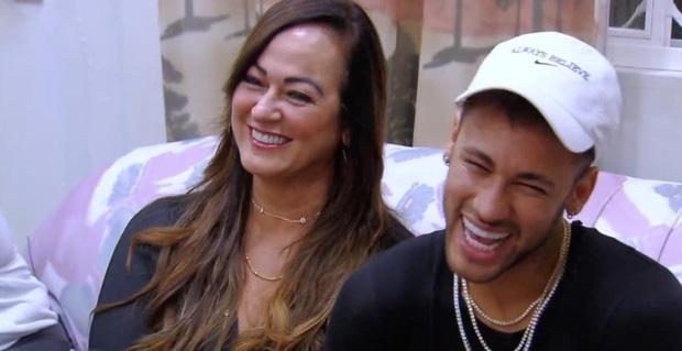 Neymar bật khóc nức nở khi trở lại căn phòng gian khổ-8