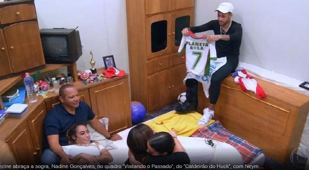 Neymar bật khóc nức nở khi trở lại căn phòng gian khổ-7