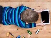 7 cách không cần cấm đoán mà vẫn kiểm soát được thói quen xem tivi, điện thoại của con