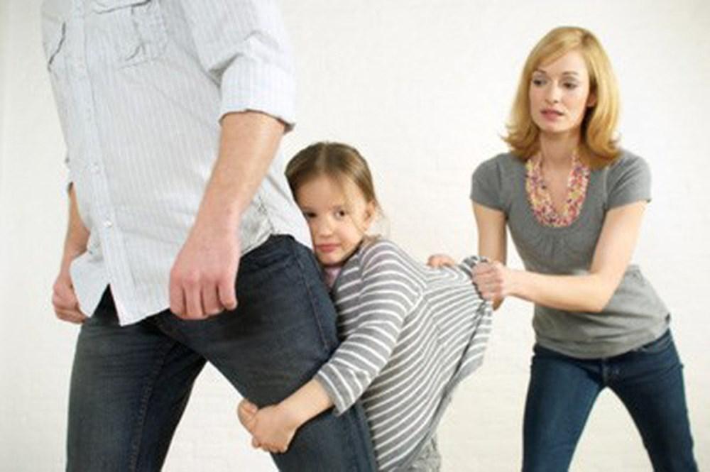 Nỗi ám ảnh khi con gái 5 tuổi kể mẹ đưa nhân tình về nhà sống - ảnh 1