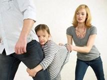 Nỗi ám ảnh khi con gái 5 tuổi kể mẹ đưa nhân tình về nhà sống