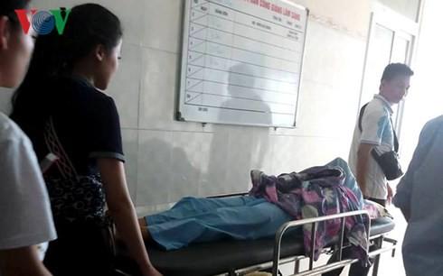 Vụ cô gái bị lột đồ, đổ mắm ớt giữa đường: Công an khẳng định là vụ đánh ghen-2