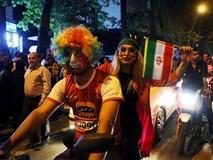 Người dân Iran đổ ra đường ăn mừng nhờ bàn phản lưới nghiệt ngã của đối thủ
