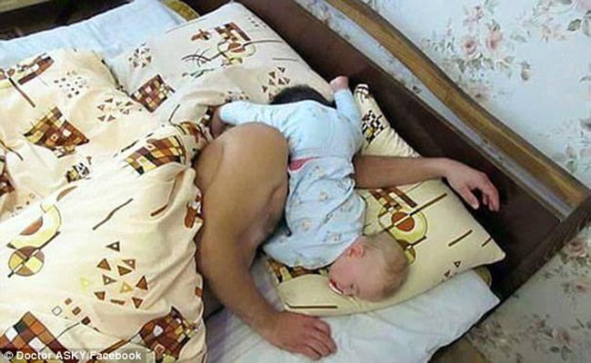 Đừng dại dột để trẻ ở nhà một mình với bố mùa World Cup-9