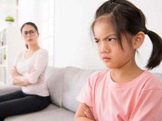 """Con nói dối cô giáo, bắt nạt bạn thân, mẹ áp dụng hình thức phạt con """"bá đạo"""" nhưng hiệu quả bất ngờ"""