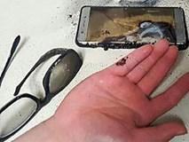 Điện thoại bất ngờ phát nổ khi đang sạc pin, một giám đốc mất mạng
