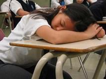 Để mặc học sinh ngủ gật trong giờ học, thầy giáo đã đưa ra một lý do khiến nhiều người nể phục