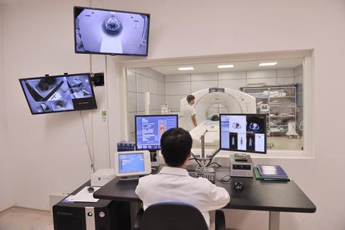 Triển khai công nghệ điều trị ung thư sớm ở Vinmec-2