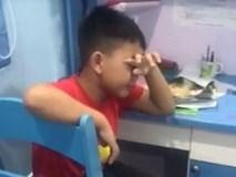 Bé trai 8 tuổi khóc thút thít sau trận Hàn Quốc-Thụy Điển, không ai ngờ được lý do