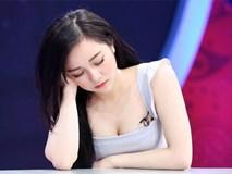 Hot girl 'ngủ gật' vẫn nóng bỏng trên trường quay VTV