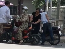 Cô gái bị kẻ gian mở balo lấy trộm đồ với tốc độ ánh sáng khi đang dừng xe mua hoa quả ven đường