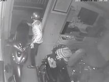 Clip: Xem xong World Cup, chủ nhà đi ngủ, trộm lẻn vào nhà bình tĩnh cuỗm sạch 3 xe máy và 1 thùng loa