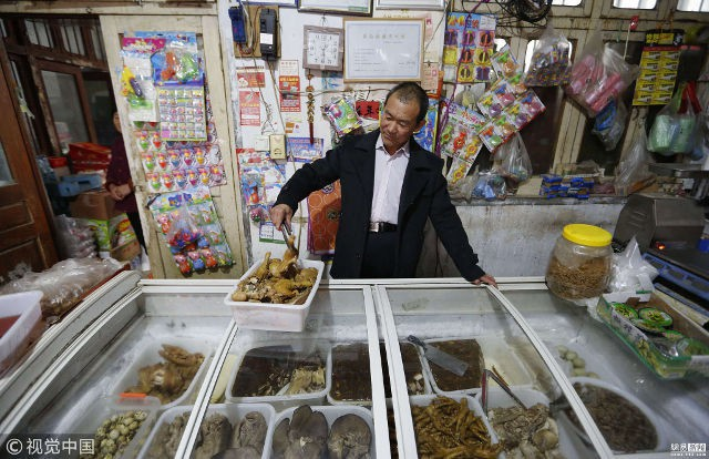 Trung Quốc: Phát hiện người đàn ông giống hệt CEO Jack Ma rao bán nấm rừng ở ven đường-8