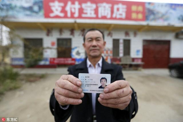 Trung Quốc: Phát hiện người đàn ông giống hệt CEO Jack Ma rao bán nấm rừng ở ven đường-7
