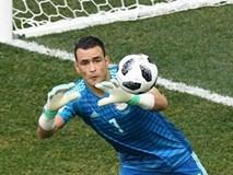 """Trong ngày Ronaldo lặng câm, một """"ông già"""" 45 tuổi lại làm được điều khó tin ở World Cup"""
