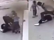 Clip: Chứng kiến cảnh bố đánh đập mẹ trên đường, cậu bé ra sức cứu mẹ gây bão cộng đồng mạng