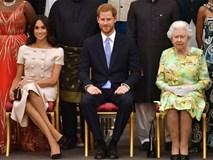Meghan gây tranh cãi khi ngồi vắt chéo chân