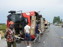 Lật xe khách giường nằm, 2 chị em trong một gia đình tử vong, 7 người bị thương