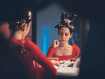 Nam Em như nữ vương chốn hoàng cung với tạo hình của Võ Tắc Thiên