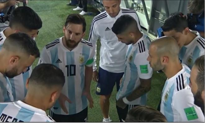 Khoảnh khắc Lukaku động viên cầu thủ Bỉ được so sánh với Messi-8
