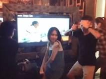 Hòa Minzy 'quậy quên trời đất' cùng hội bạn thân khi hát karaoke