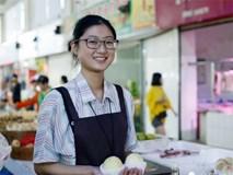 Vừa ôn thi đại học vừa bán trái cây ở chợ, cô bạn này kiếm hơn 100 triệu mỗi tháng khiến bao người ghen tỵ