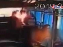 Sạc dự phòng nổ như bom, nữ hành khách bốc cháy trên xe buýt
