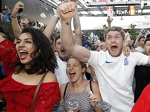 Nước Anh vỡ òa khi đội nhà vượt qua bóng ma 'đấu súng' ở World Cup