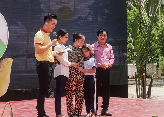 Vinamilk tặng 76.500 ly sữa cho trẻ em Vĩnh Long-1
