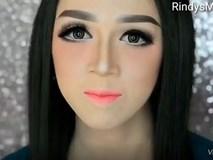 Chắc hẳn ai cũng bị sốc khi nhìn thấy gương mặt mộc của cô gái xinh đẹp này trước lúc trang điểm