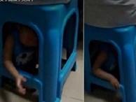 Mẹ nhốt con dưới ghế để thỏa sức đánh bạc