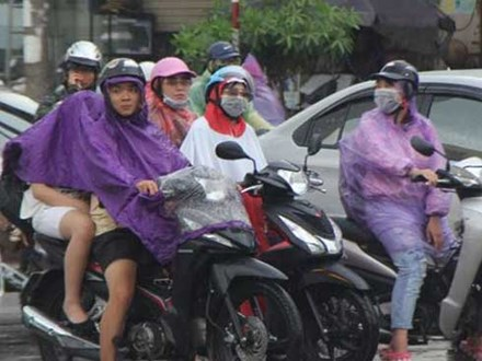 Hà Nội đón mưa giải nhiệt sau đợt nắng nóng kinh hoàng