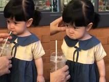 Không nhịn được cười với biểu cảm giận dỗi của em bé