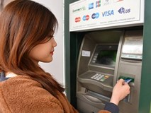 Ngân hàng lớn đồng loạt tăng phí rút tiền ATM