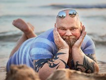 Chết cười với bộ ảnh chế 'những dáng chụp thần thái' trên bãi biển