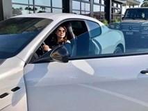 Thanh Thảo bầu vượt mặt vẫn lái siêu xe triệu đô khiến dân mạng