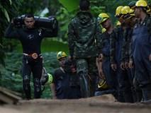 Các thợ lặn phân công giải cứu đội bóng Thái như thế nào?