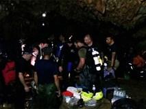 Thợ lặn đã đánh cược mạng sống để cứu đội bóng Thái Lan như thế nào?